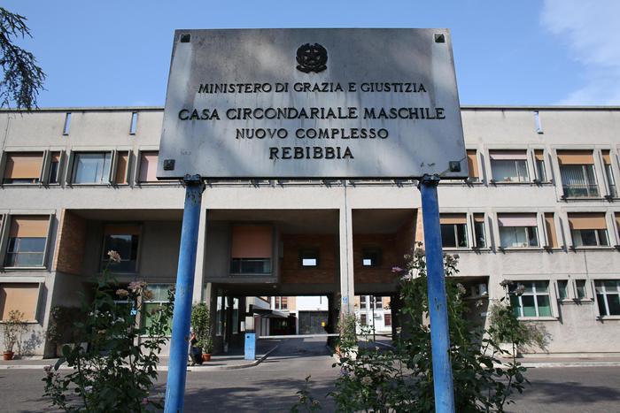 Due detenuti romeni evasi da carcere Rebibbia a Roma