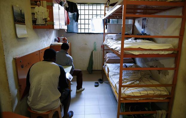 una-cella-del-carcere-di-regina-coeli-a-roma-il-6-giugno-2013-tony-gentile-reuterscontrasto